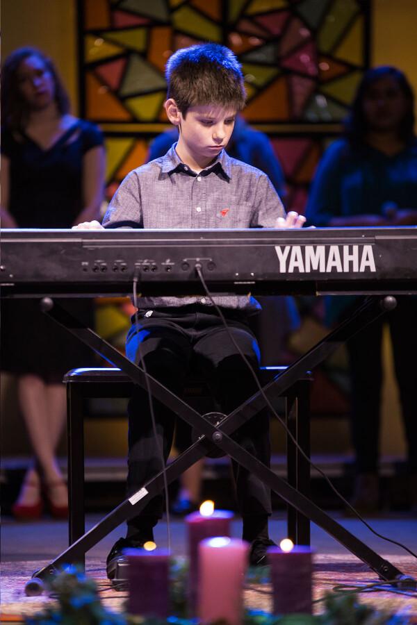 Chr1603 Ryan on piano