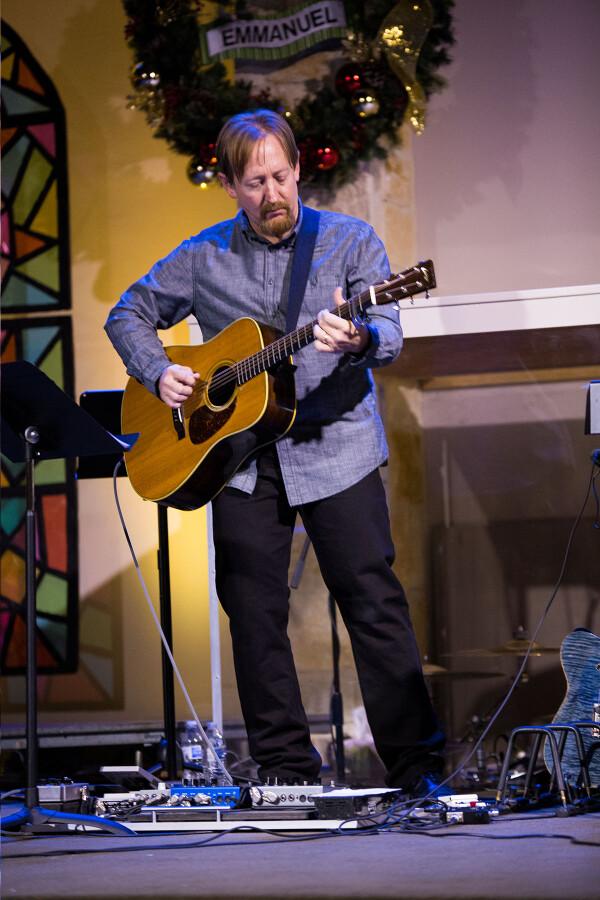 Chr1602 John on guitar